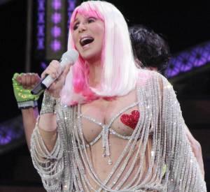 En concert à Boston le 9 avril 2014, Cher a voulu briller de mille feux. C'est raté!