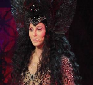 Là Cher fait carrément peur, on dirait la méchante reine Maléfique.