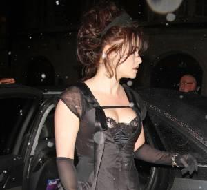 Helena Bonham Carter sexy en robe esprit guêpière