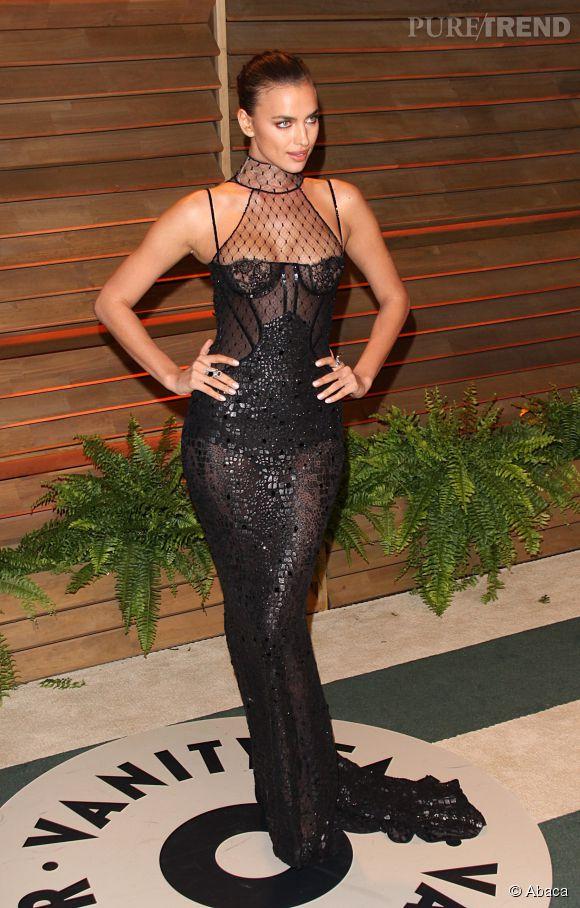 Irina Shayk sexy en robe esprit guêpière