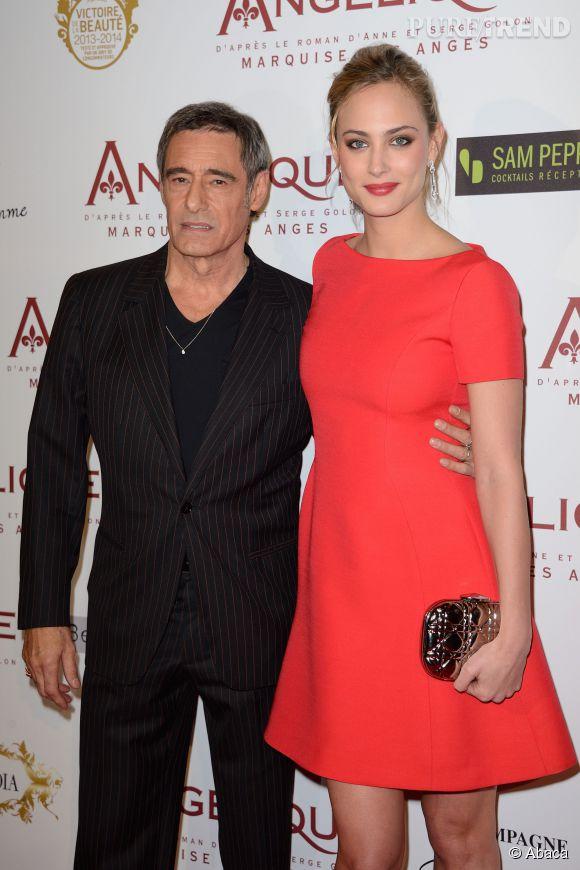 """Gerard Lanvin et Nora Arnezeder lors de la première du film """"Angélique"""" en décembre 2013."""