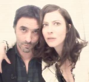 """Anna Mouglalis et Samuel Benchétrit répondent aux questions du """"Tweet-o-maton"""" de """"C à vous"""" sur France 5, le 18 avril 2014."""