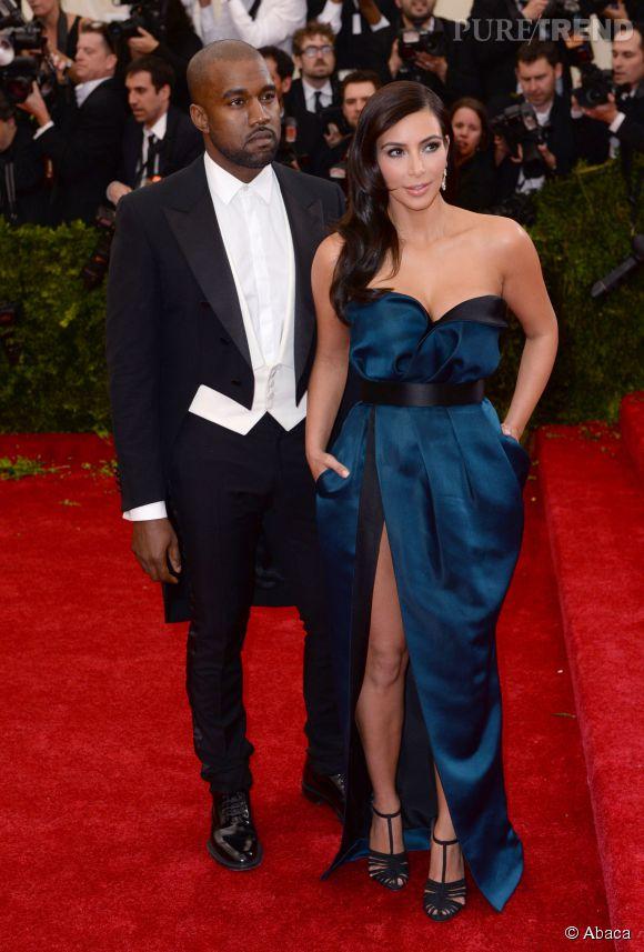 Kim Kardashian, glamour et renversante dans sa robe bleu nuit au Met Ball 2014.