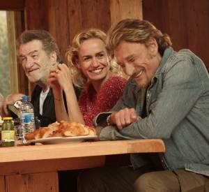 """Eddy Mitchell, Sandrine Bonnaire et Johnny Hallyday dans le film """"Salaud, on t'aime""""."""