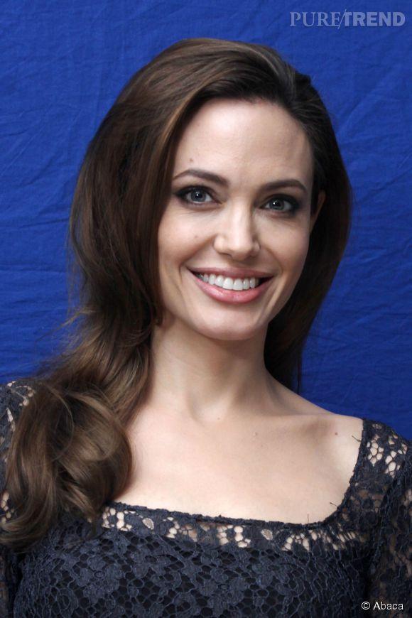 En parlant de sa double-mastectomie, Angelina Jolie a encouragé les femmes à se faire dépister.