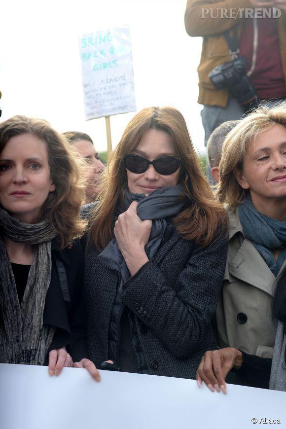 Carla Bruni et NKM (à gauche) participaient au rassemblement de soutien pour les lycéennes nigérianes de ce mardi 13 mai 2014 et qui a eu lieu au Trocadéro, à Paris.