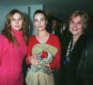 Mathilde et Emmanuelle Seigner accompagnées de leur mère au défilé Lolita Lempicka en 1996.