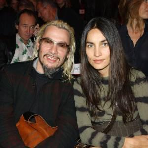 Florent Pagny et sa femme Azucena au défilé Marithe et Francois Girbaud en octobre 2003.