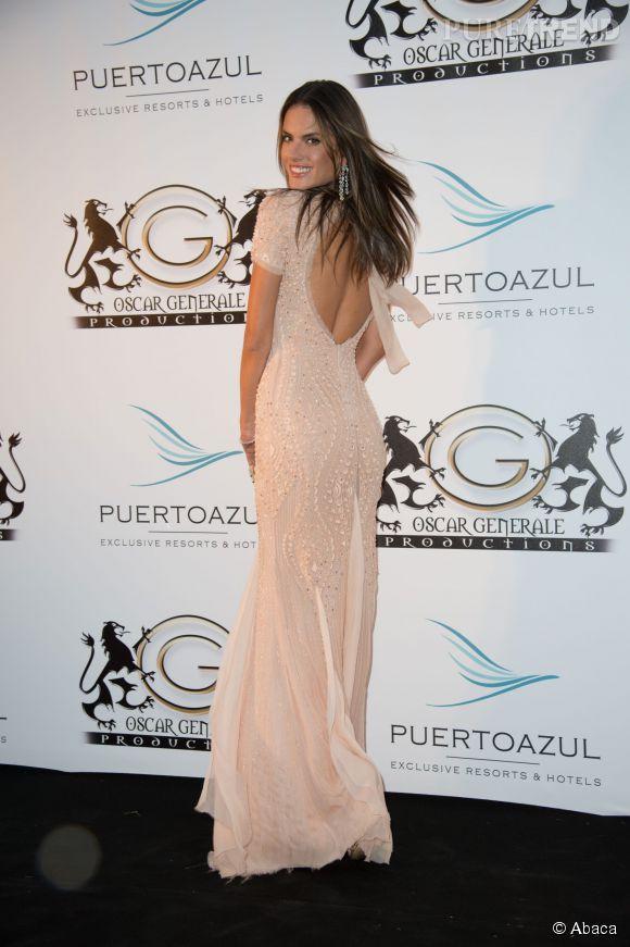 Alessandra Ambrosio à la soirée Puerto Azul à Cannes le 21 mai 2014.
