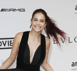 Barbara Palvin : les fesses à l'air, la top model s'amuse à Cannes