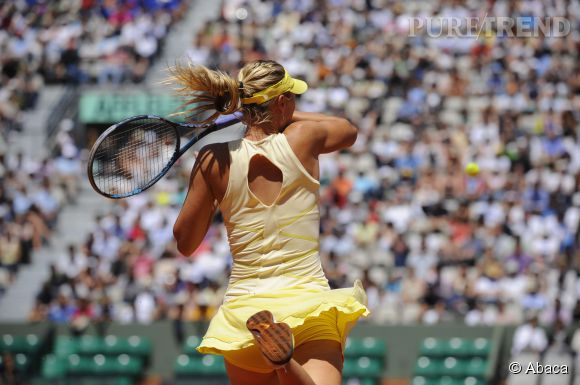 Maria Sharapova fait voler sa petite robe jaune en 2011.