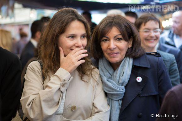 Virginie Ledoyen et Anne Hidalgo, complices à l'occasion de la fête des marchés le 24 mai 2014 à Paris. L'actrice était très naturelle.