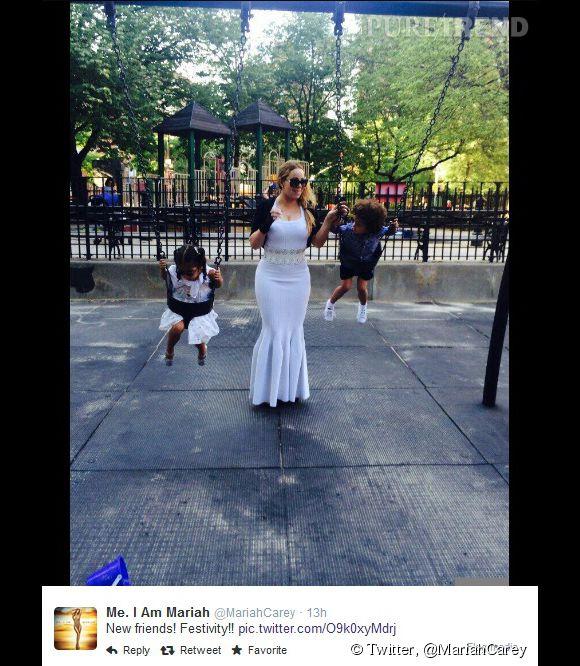 Mariah Carey, glamour même pour faire de la balançoire à New York avec ses deux enfants.