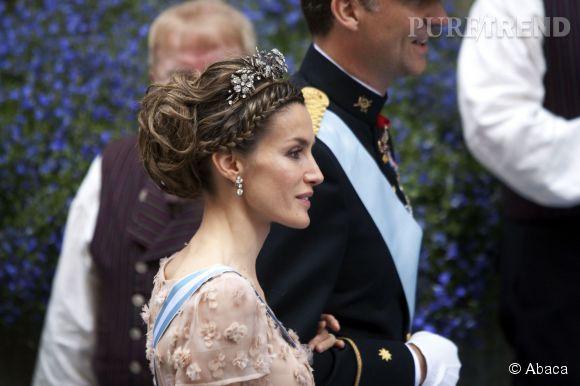 Letizia d'Espagne en 2010 porte la tiare florale.