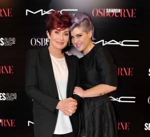 Avec sa mère Sharon, Kelly Osbourne a imaginé une collection de maquillage pour MAC.