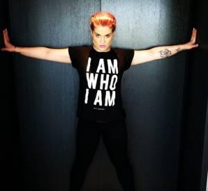 Kelly Osbourne assume son look controversé à 100%, la vulgarité elle trouve ça génial !
