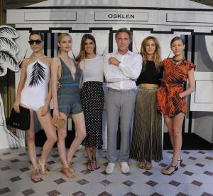 Oskar Metsavaht, fondateur de la marque de beachwear Osklen, aux côtés de Bianca Brandolini d'Adda et Alexia Niedzielski.