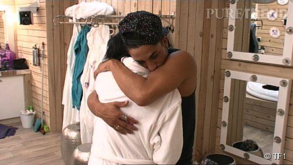 """Vivian finit par prendre Nathalie dans ses bras et lui sussure un """"je t'aime"""" dans Secret Story 8."""