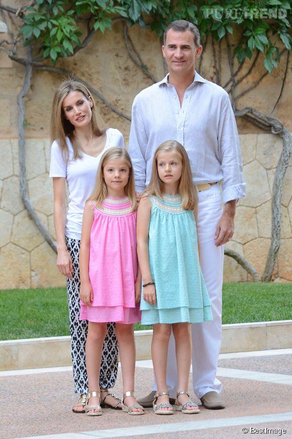 Felipe et Letizia d'Espagne séjournent à Palma de Majorque pour les vacances avec leurs filles Leonor et Sofia.