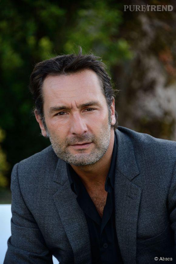 Barbe poivre et sel et regard sombre, Gilles Lellouche apporte une touche de testostérone à ses personnages.