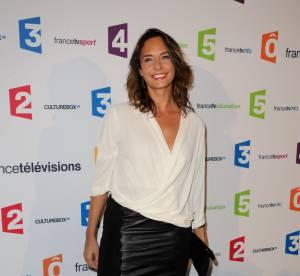 Julia Vignali : l'allure working girl glamour en jupe en cuir... À shopper !