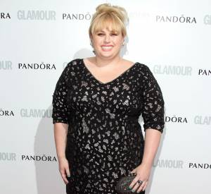 Rebel Wilson casse son image de clown dans une robe plus lady.