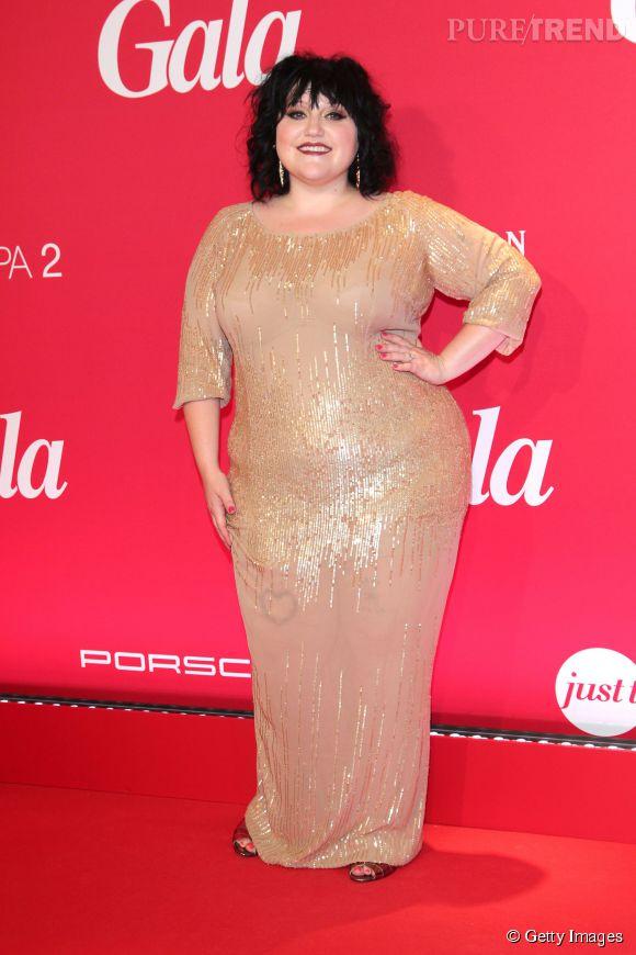 La chanteuse de Gossip, Beth Ditto mise sur la transparence et le lamé pour son look glam.