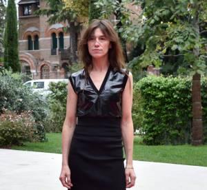 Charlotte Gainsbourg, une dominatrice à Venise... Un look à copier !