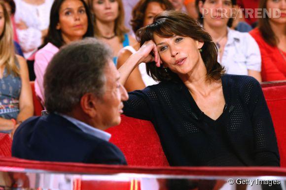 Sophie Marceau se prête avec plaisir au jeu des questions réponses de Michel Drucker.