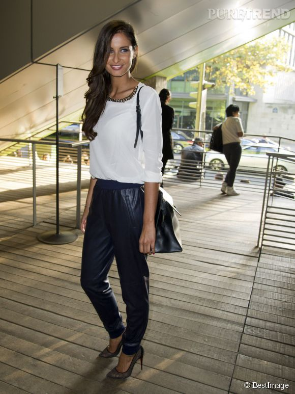 Malika Ménard, une silhouette à tomber par terre lors de la Fashion Week parisienne.
