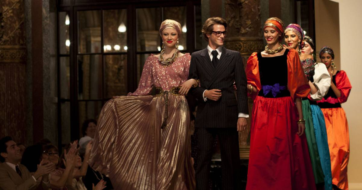le d fil couture ballets russes d 39 yves saint laurent en 1976 reproduit par l 39 quipe du film. Black Bedroom Furniture Sets. Home Design Ideas