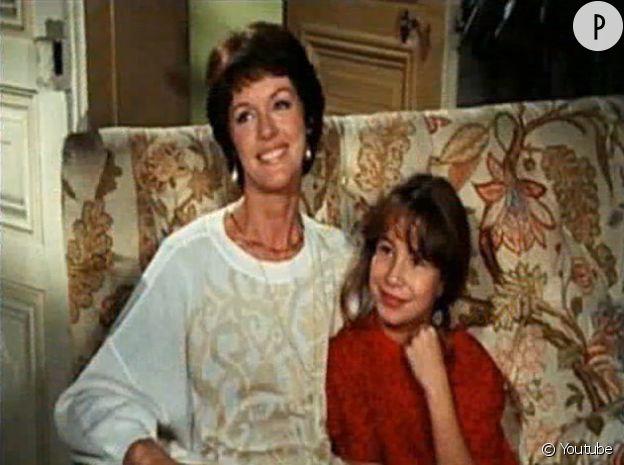 """Frédérique Beaumont (jouée par Jennifer Lauret) et Catherine Beaumont (Annie Duperet), il y a plus de vingt ans dans la série """"Une famille formidable"""""""