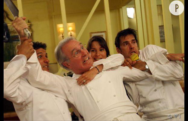 """Alexandre Thibault, Bernard Le Coq, Jennifer Lauret et Kamel Belghazi, les acteurs de la série """"Une famille formidable""""."""