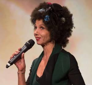 Victoria Abril, sa folie capillaire : l'afro fleurie