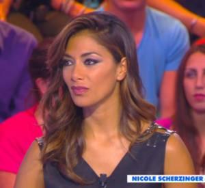 """Cyril Hanouna offre un Bounty à Nicole Scherzinger. Moment gênant sur le plateau de """"Touche pas à mon poste"""". Très gênant."""