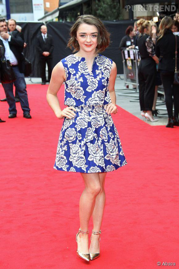 Maisie Williams dans une adorable création bleue, renversante !