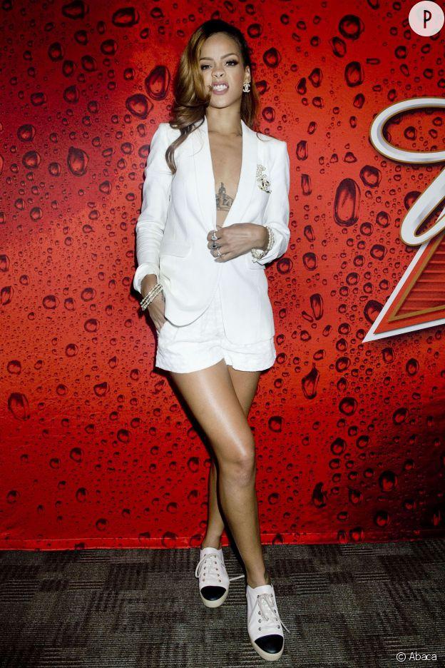 Rihanna sexy toute nue sous sa veste !
