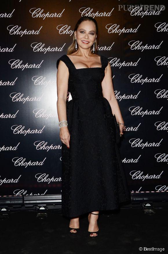 Ornella Muti, décolleté pigeonnant et maquillage de femme fatale pour une soirée à CineCittà !