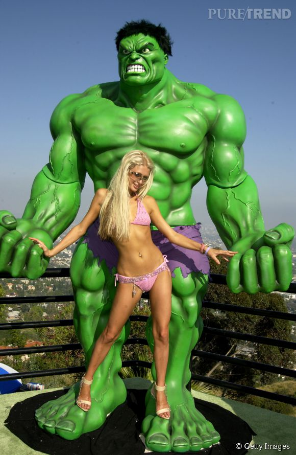 Paris Hilton a de quoi déstabilliser Hulk en 2003.