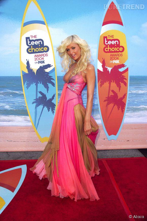 Paris Hilton prête pour une petite session de surf en 2004.