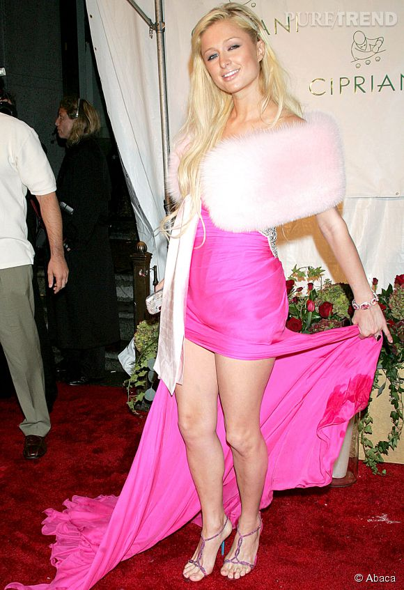 Paris Hilton a hésité entre le long et le court, elle a finalement choisi les deux en 2008.