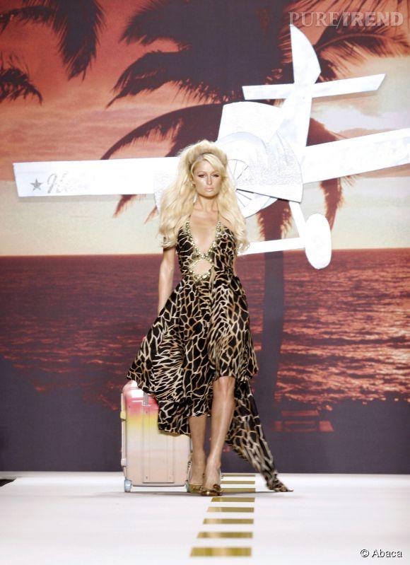 Paris Hilton très wild sur le catwalk en 2006.