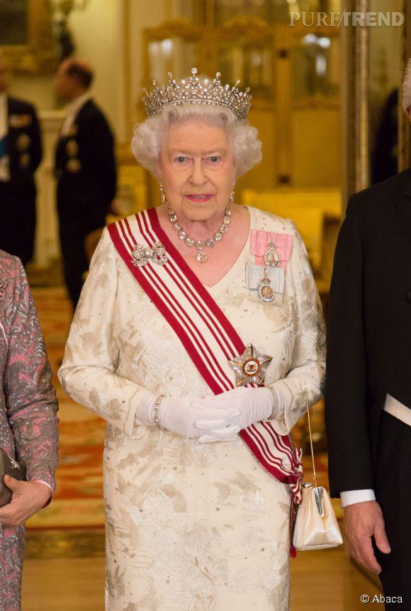 La reine Elizabeth II aurait poussé Kate Middleton a reprendre du service, trouvant que la jeune femme s'était suffisamment reposée !