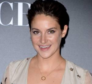 Shailene Woodley se révèle très sensuelle sur le tapis rouge.