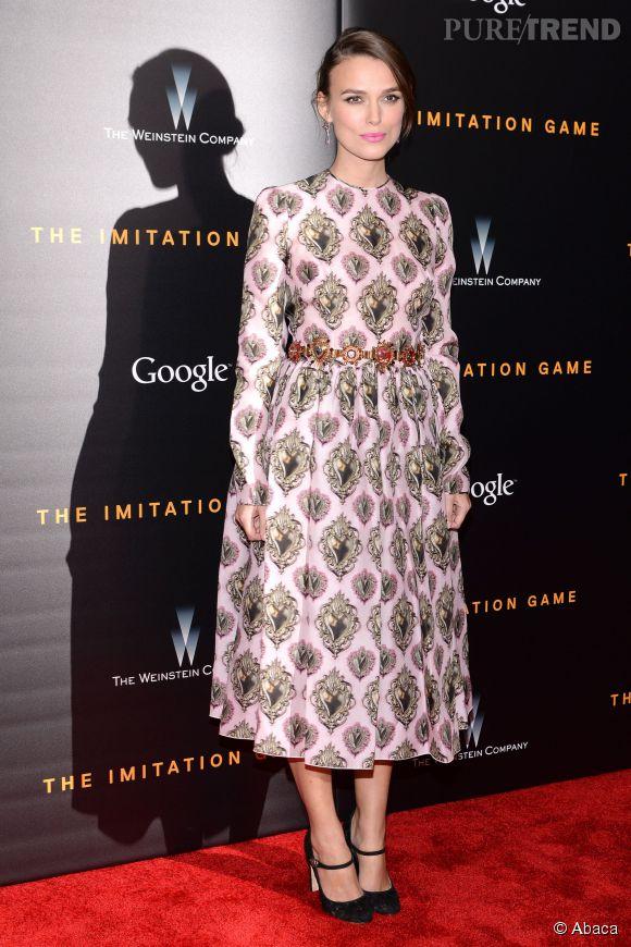 """Keira Knightley continue de séduire avec son look rétro et """"british"""" pour la promotion de """"The Imitation Game"""" à New York."""