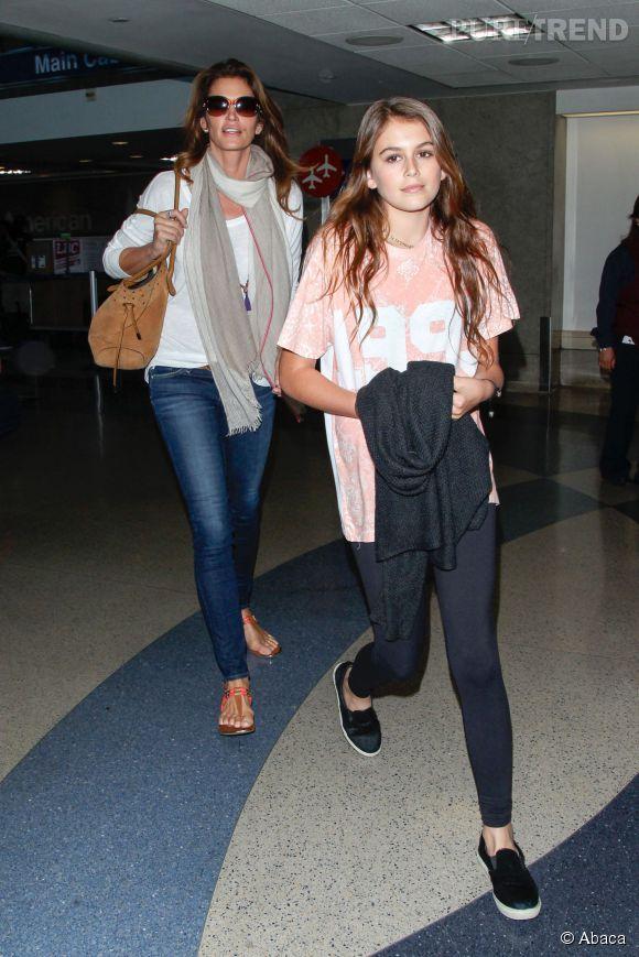 Kaia Gerber et sa mère, Cindy Crawford, à l'aéroport de Los Angeles en juin dernier.