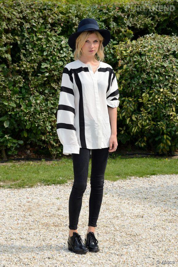 La Française s'y est également mise : Clémence Poésy à Deauville dans un superbe ensemble black & white chic.