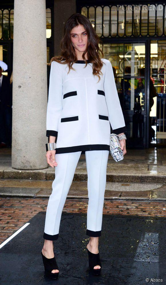 Elisa Sednaoui gère mieux que personne la tendance black & white avec un ensemble signé Chanel.