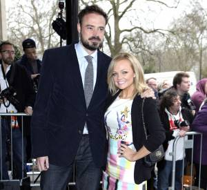 """Emma Bunton pose ici avec Jamie Theakston, son collègue sur Heart FM. Ensemble, ils animent le """"Breakfast show""""."""