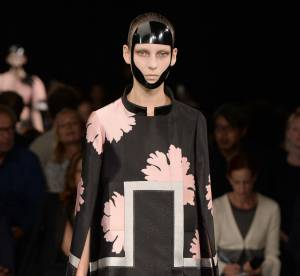 Alexander McQueen pose ses valises à Paris